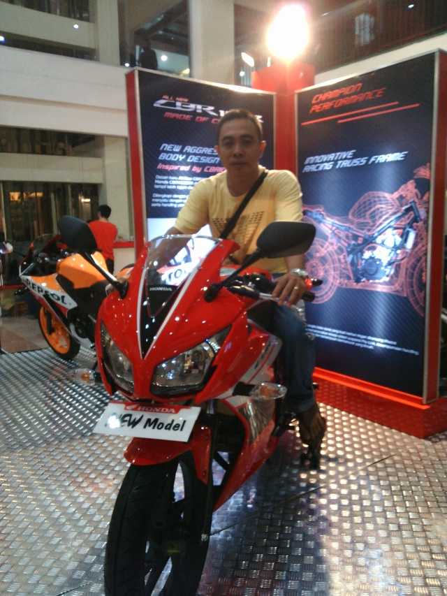 All New CBR 150R Champion Red