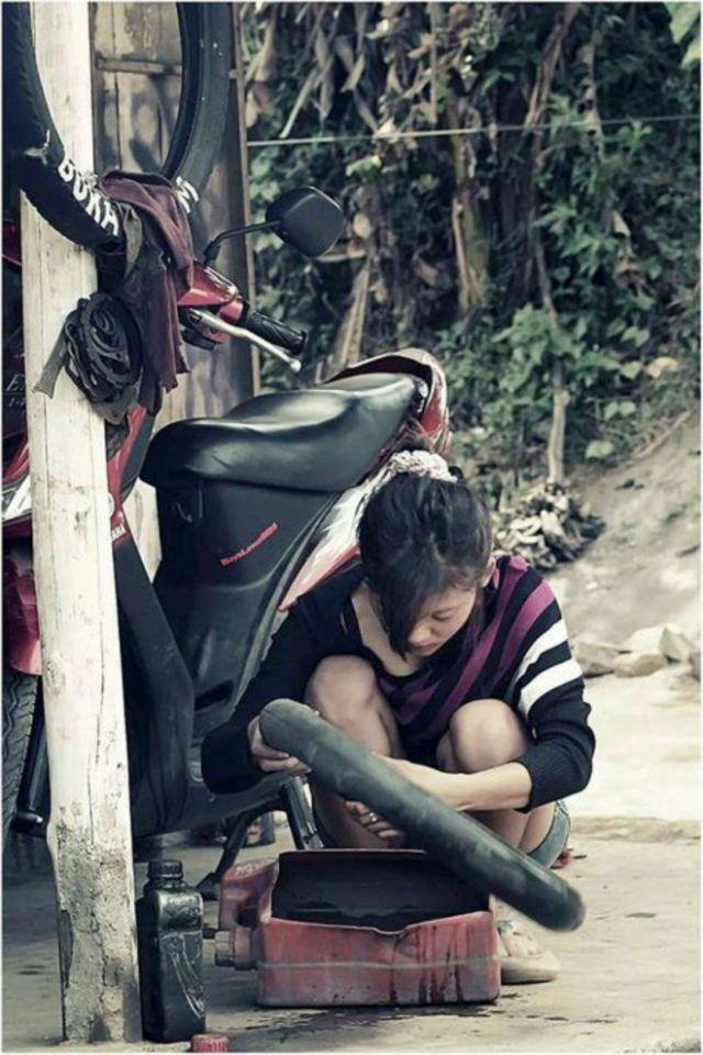 20141106165325-1-tukang-tambal-ban-cantik-002-nfi
